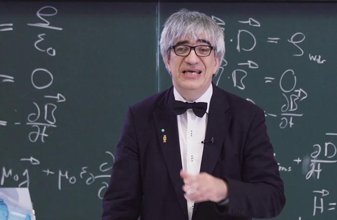 Türk kökenli fizikçi, Almanya'da üniversite rektörlüğüne getirildi