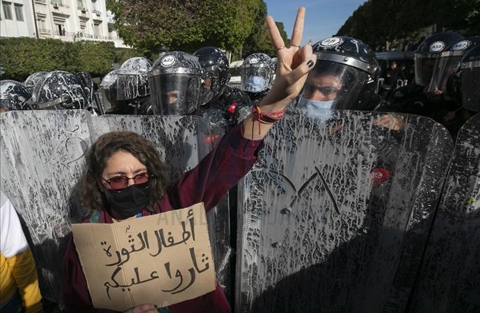 Tunus'ta protestocuların serbest bırakılması için protesto