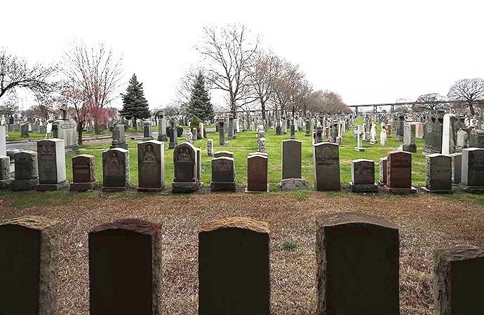 Siyahi polisin cenazesi 'beyazlara ait' mezarlığa alınmadı