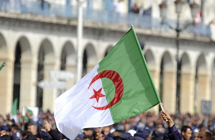 Cezayir'in Fransa'yı suçlaması tansiyonu yükseltti