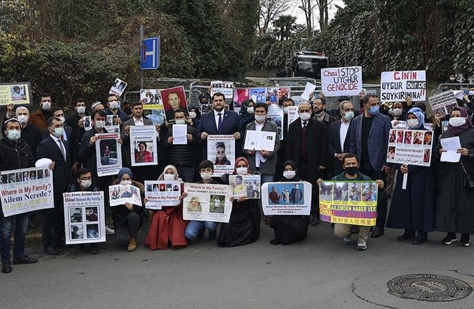 Uygurlar Çin'in İstanbul konsolosluğu önündeki eylemi sürüyor