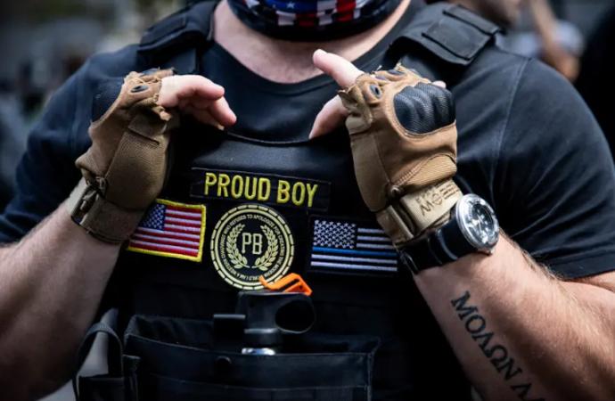 """Proud Boys """"mutlak terör"""" yaratmakla övündü!"""