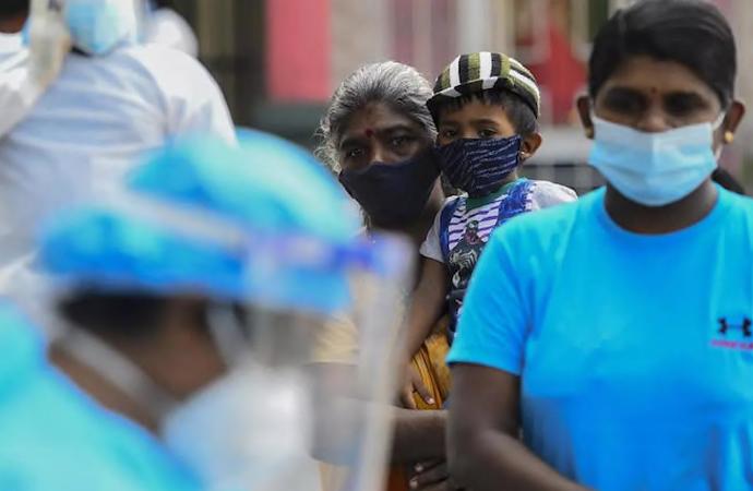 Sri Lankalı Sağlık Bakanı koronaya karşı  'kutsal iksir' içti