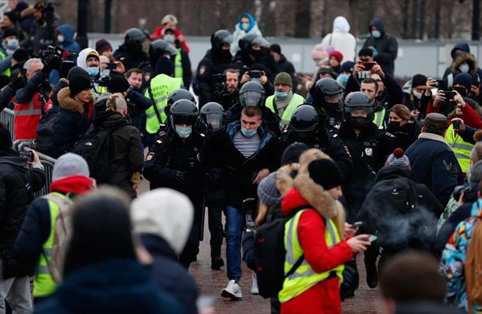 Rusya'da binlerce kişi Navalny serbest bırakılsın istedi
