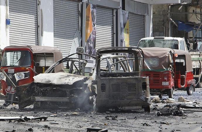 Somali'de art arda bombalar patlıyor
