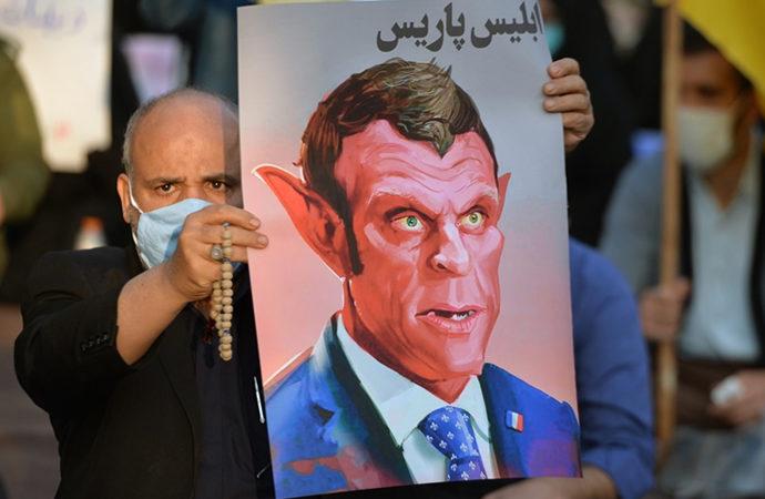 Fransa'da Müslümanların tepkileri devam ediyor