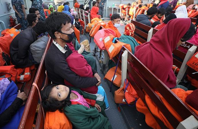 Bangladeş 3 bin Arakanlıyı daha adaya gönderiyor
