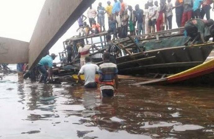 Kongo'da gölde gemi battı: 60 kişi hayatını kaybetti