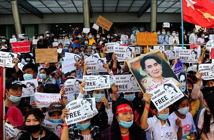 Myanmar ordusu protestocuları 20 yıl hapisle tehdit etti