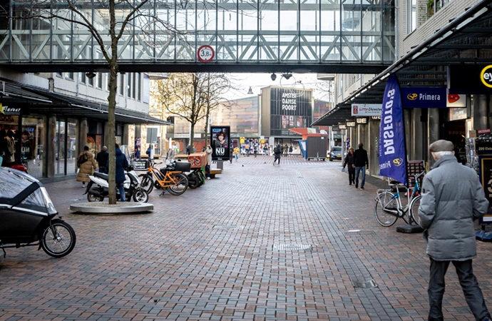 """Hollanda'da mahkeme """"sokağa çıkma yasağını"""" kaldırdı"""