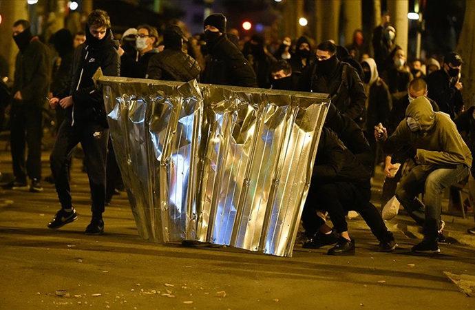 İspanya'da rapçinin tutuklanması ile sokaklar karıştı