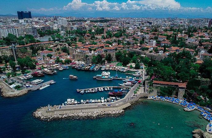 Antalya'da 90 ülkeden insan yaşıyor