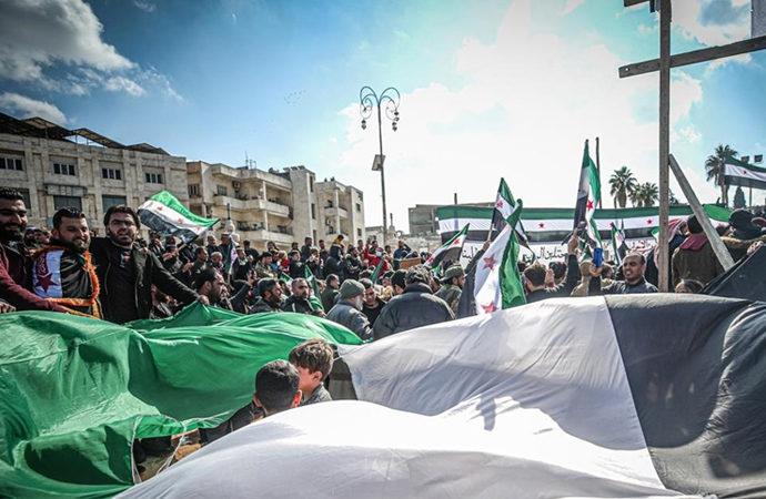İdlib'e sığınanlar evlerine dönebilmek için gösteri düzenledi