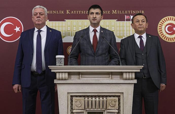 CHP'den kopan vekilleri eleştiren Cahit Berkay: İstifa etme zamanı değil ki!