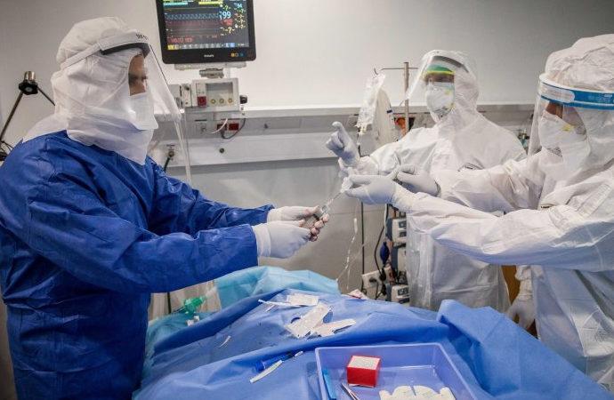 Kovid-19'u reddeden doktorun lisansı iptal edildi