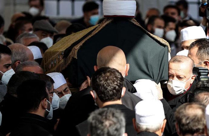 """Sağlık Bakanı Koca'dan """"kalabalık cenaze"""" için özür"""