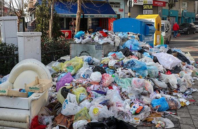 Maltepe'de çöp yığınları oluşmaya başladı