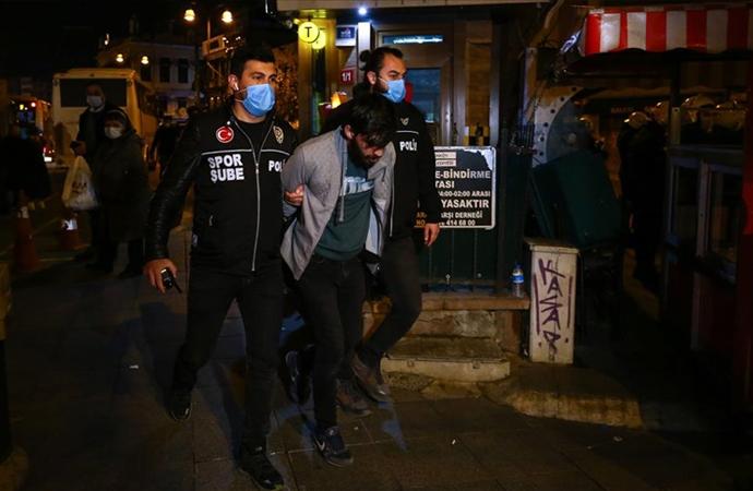 Kadıköy'deki olaylara ilişkin 2 kişi tutuklandı, 21 kişi serbest bırakıldı