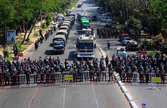Myanmar güvenlik güçleri iktidar partisinin binasını bastı