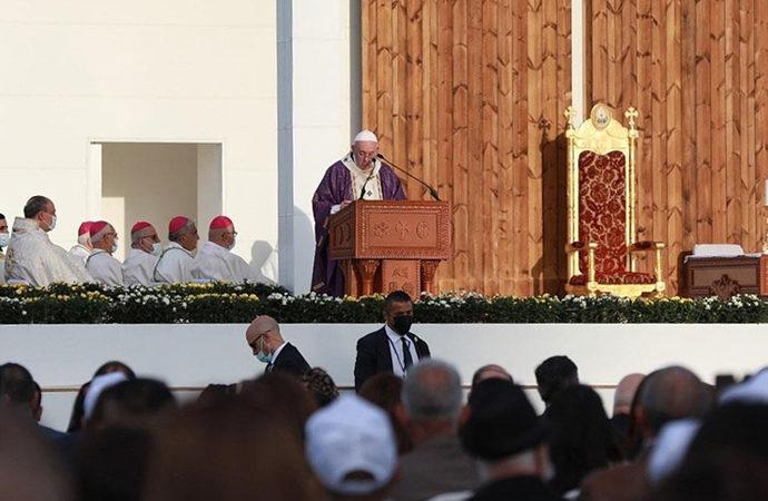 Papa, Erbil'de stadyumda ayine katıldı