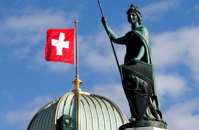 İsviçre'de halk oylaması ile peçe yasağı getirildi