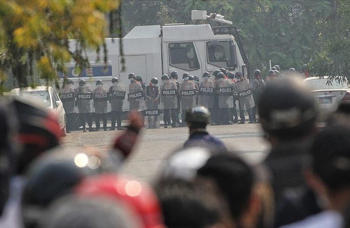 Protestoculara ateş açıldı en az 10 kişi öldürüldü