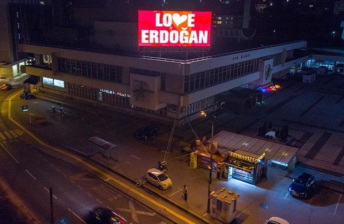 Saraybosna'da reklam panolarına 'Love Erdoğan' ilanı verildi