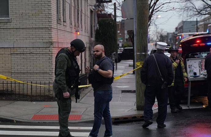 Üzerindeki 5 silahla markete giren kişi korku saldı