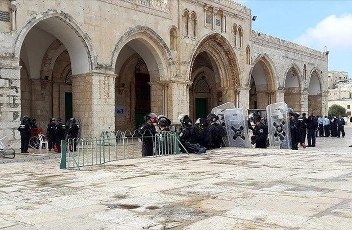 Fanatik Yahudiler, Mescid-i Aksa'yı bastı
