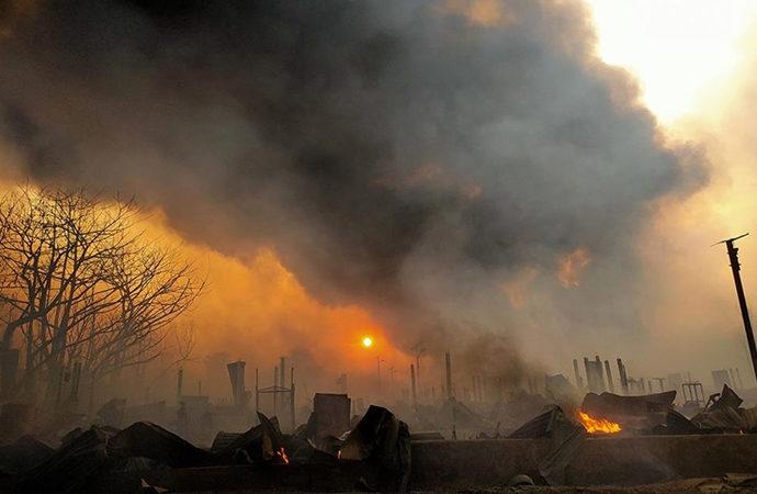 Arakanlıların kampındaki yangında 15 bin barınak yok oldu