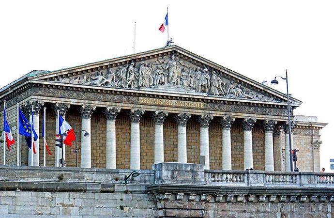 Fransa Lübnan'a sahip çıktı!