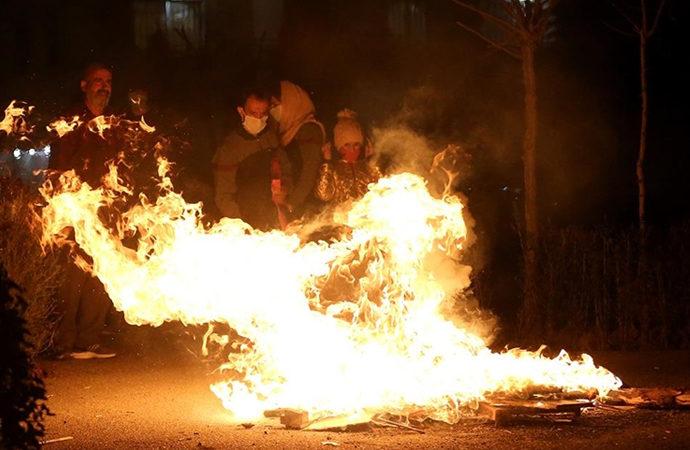 İran'da 'Çarşamba Suri' kutlamalarında 8 ölü, 900 yaralı
