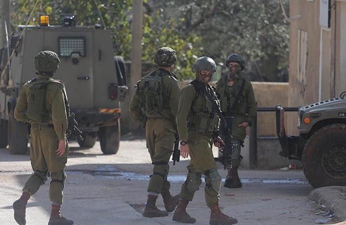 İşgalci İsrail askerleri 3 Hamas yöneticisini gözaltına aldı