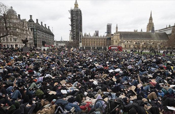 Londra'da gösteriler devam ediyor