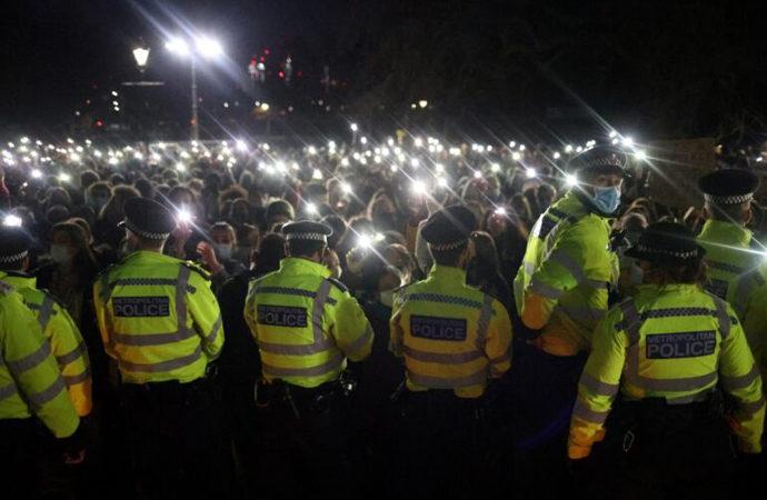 Londra'da bir kadını kaçırıp öldüren polise protesto