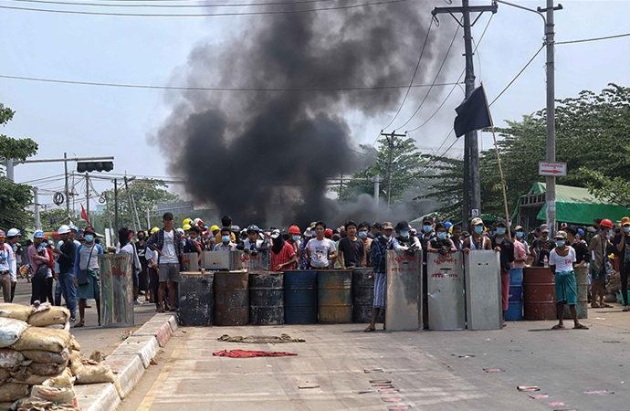 Myanmar'da protestocuları korumak için halk ordusu hazırlanıyor
