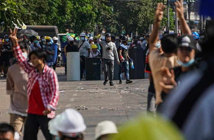 Myanmar güvenlik güçleri dün 38 protestocuyu vurarak öldürdü