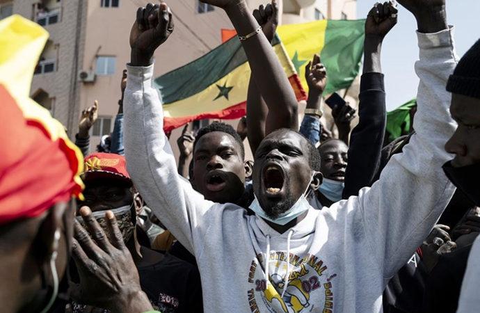 Senegal'de Fransa'ya karşı yükselen öfkenin iki nedeni var
