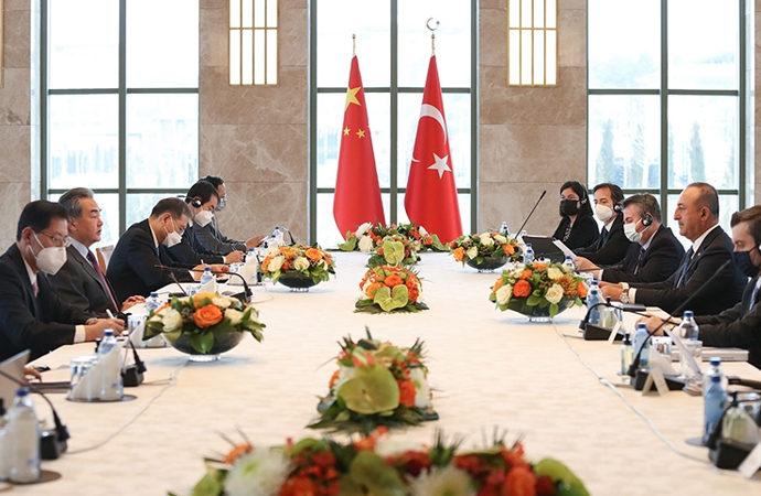Çavuşoğlu, Çinli mevkidaşı Vang ile bir araya geldi