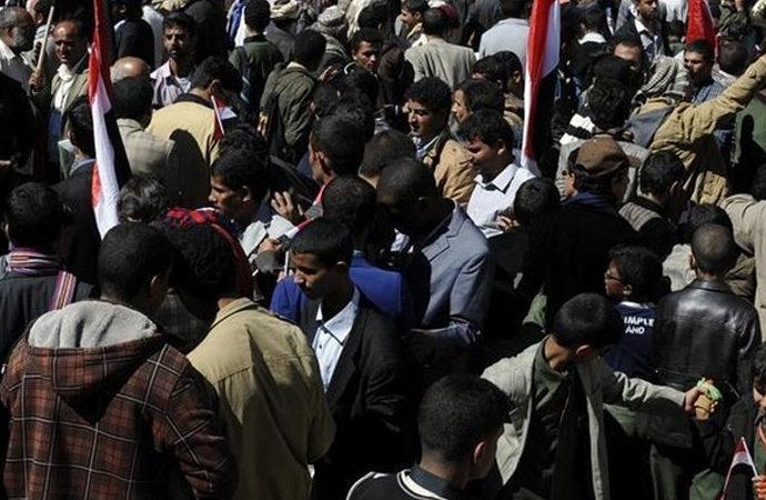 Yemen'de göstericiler hükümet sarayına girdi