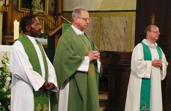 Ruandalı katolik rahip Fransa'da tutuklandı