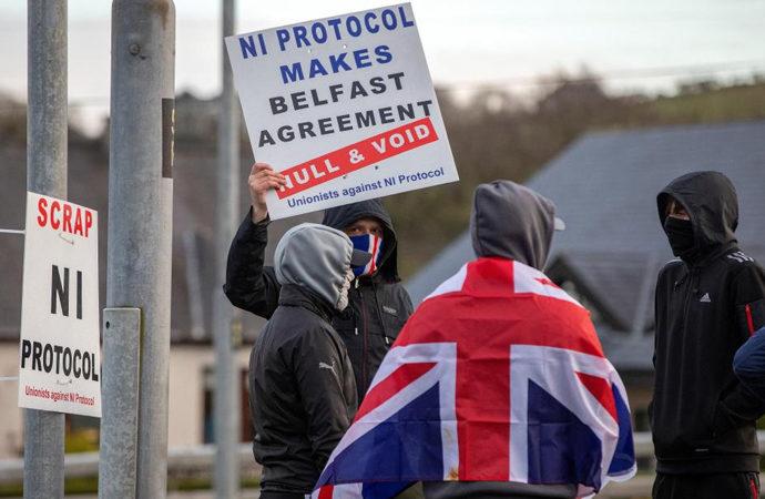Kuzey İrlanda'daki gerilimin ardında ne var?
