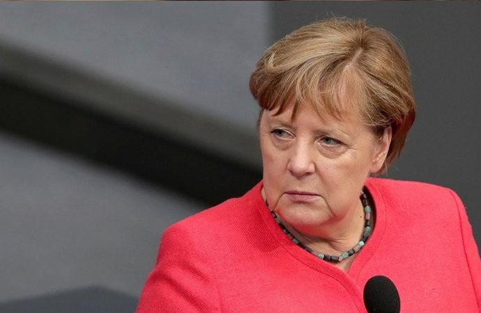 Merkel'den Müslümanlara 'sabredin' çağrısı