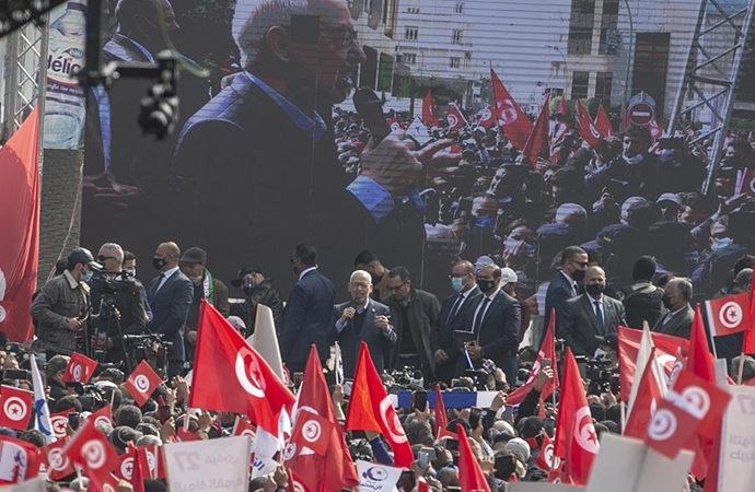 Siyasi kriz yaşayan Tunus'ta 'ulusal diyalog' çağrısı