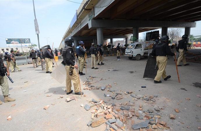Pakistan'da Fransa karşıtı protestolar bir haftadır devam ediyor