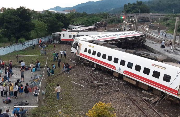 Tayvan'da tren kazası: 36 kişi yaşamını yitirdi