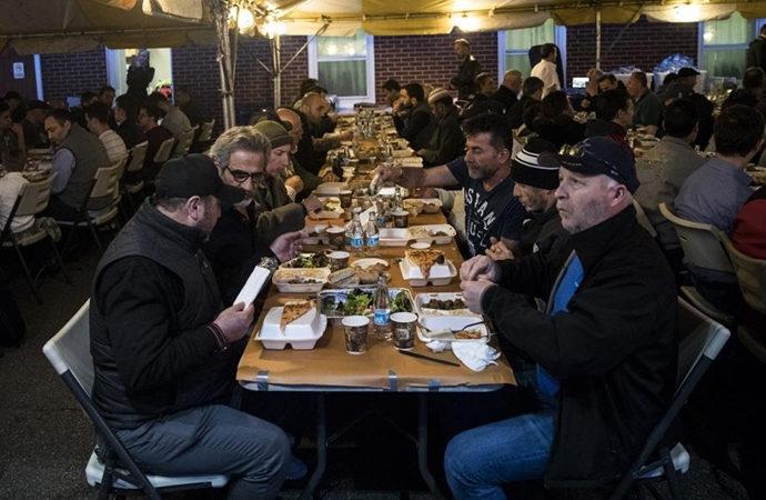 Zekat Vakfı ramazanda Amerikalılara yemek dağıtacak