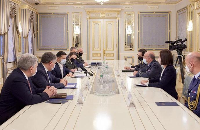 NATO Askeri Komite Başkanı, Kiev'de Zelenskiy ile görüştü