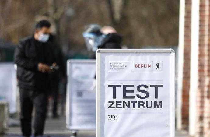 """Almanya'da """"aşı olanlar"""" için tedbirler gevşetilecek"""