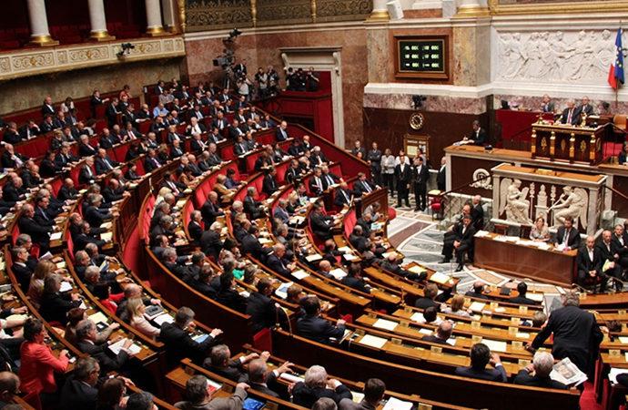 Fransa'da yeni 'istihbarat yasası' kabul edildi